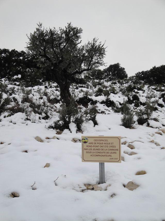 Neige à Combaillaux : l'entrée du village.